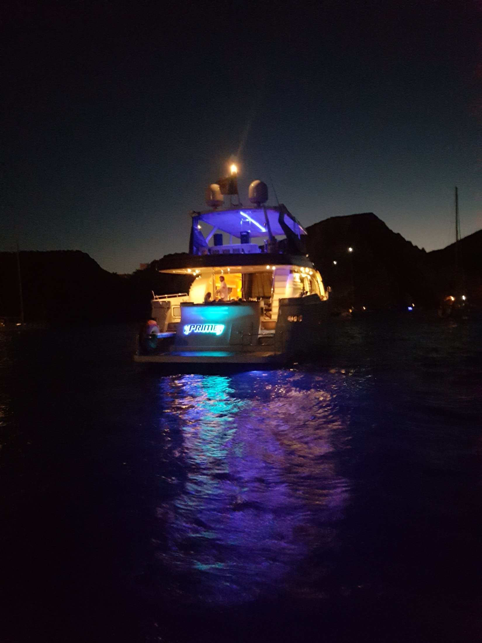 Charter-yacht-prime-party-night-e1515584583693